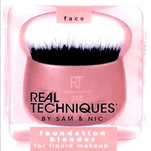 NEW REAL TECHNIQUES Versatile Soft Cosmetic Brush